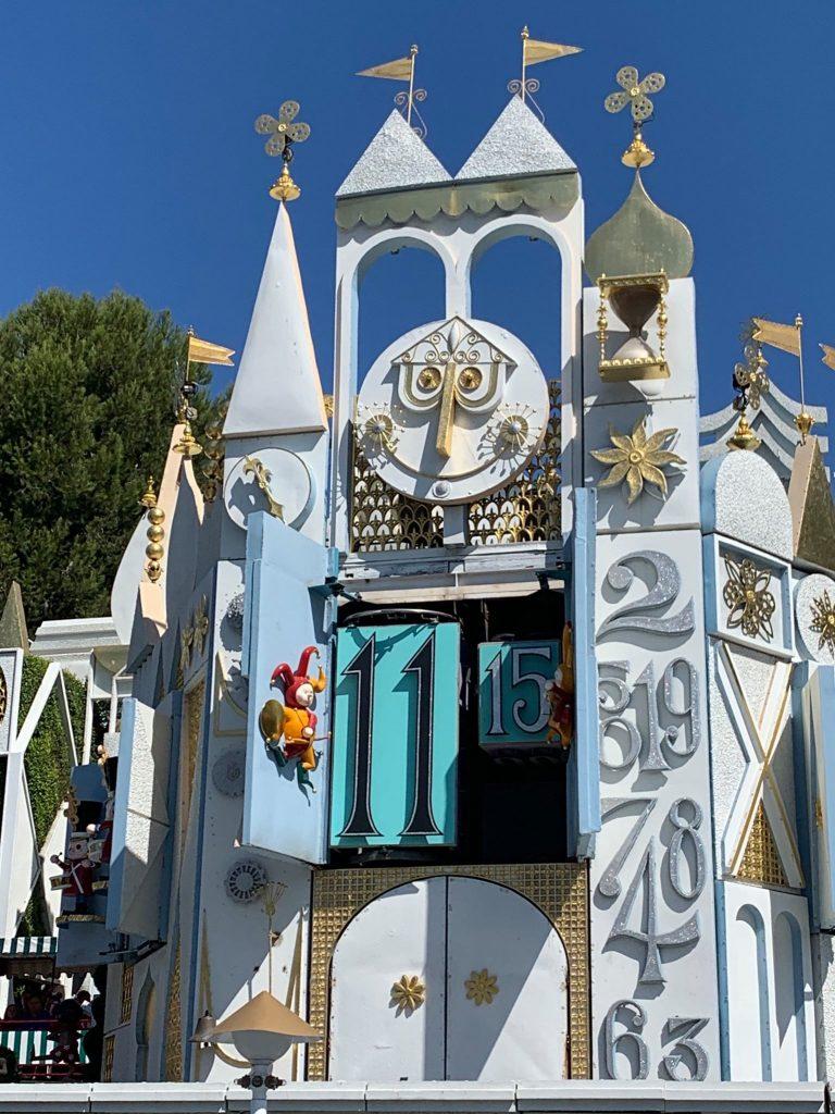 #WALTEXPRESS #DISNEYLAND #DISNEYWORLD Disney World and Disneyland Differences